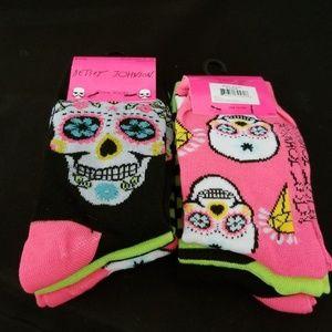 Betsey Johnson skull socks